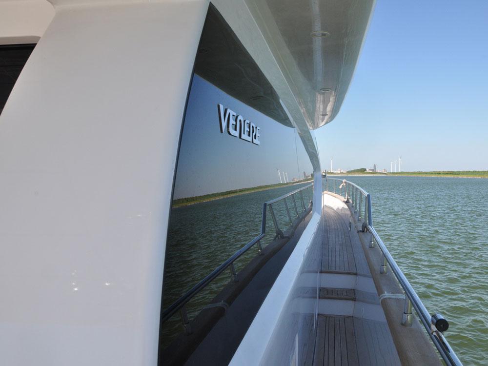 佳豪VENERE 70S豪华游艇玻璃